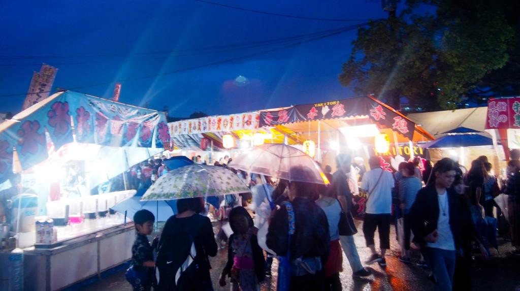 Het regenachtige Hojoya festival